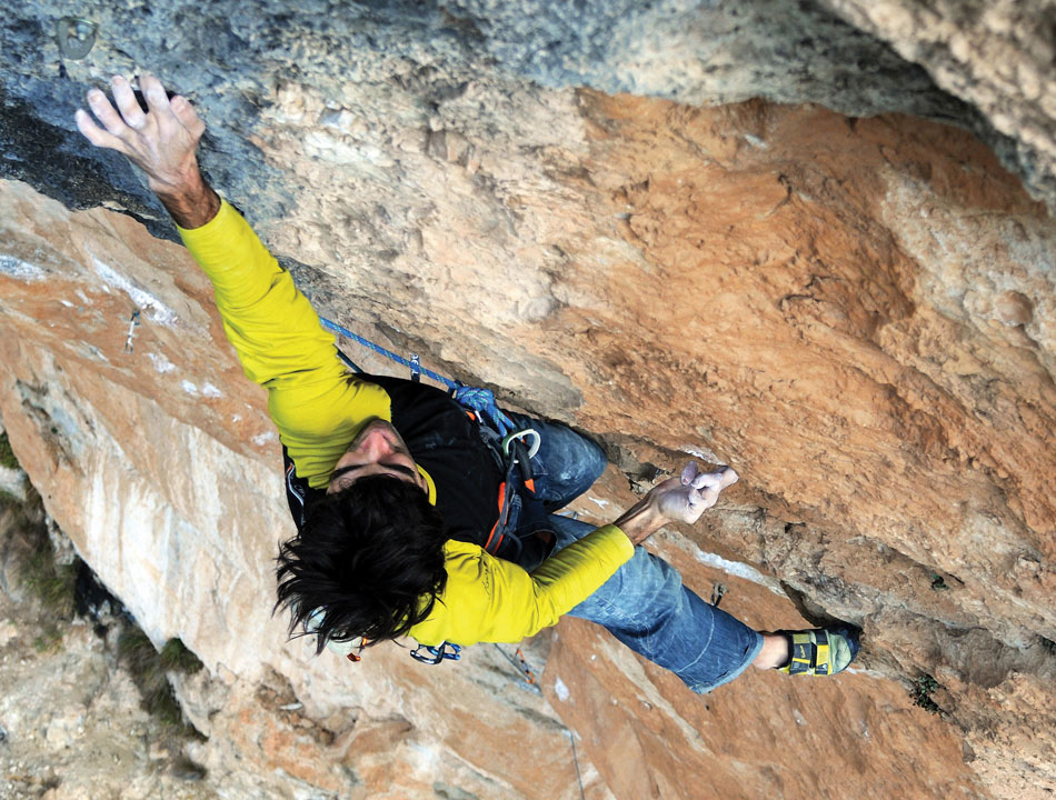 Dani Andrada on La reina mora (8c+/9a) Siurana, Spain, 194 kb