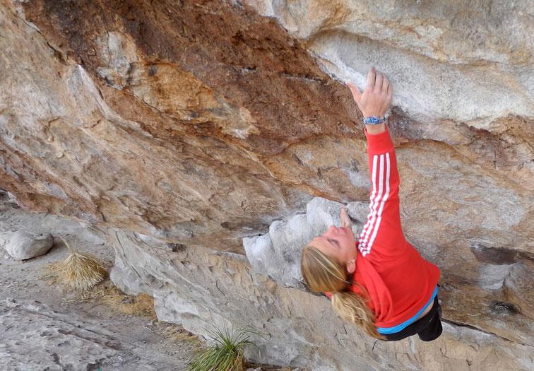 Katharina Saurwein bouldering at Hueco Tanks, 123 kb
