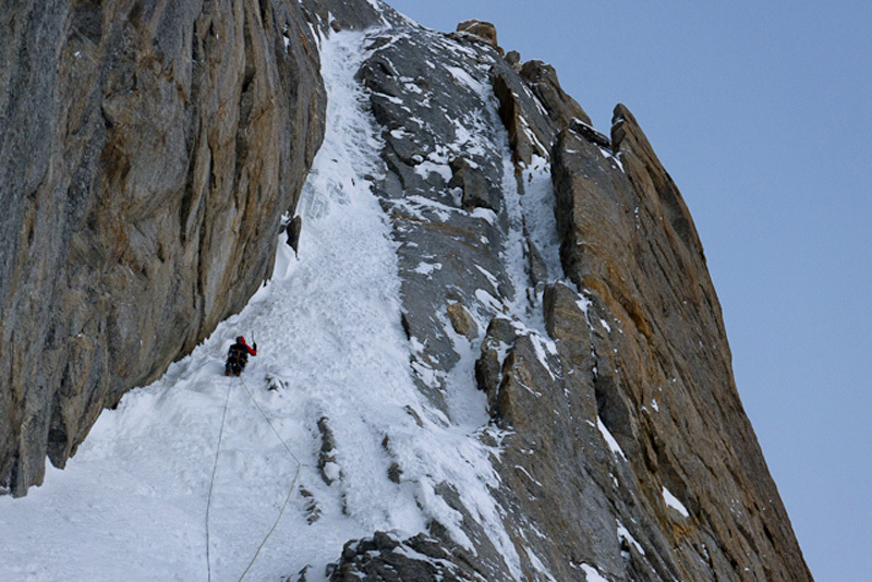 Stefan Siegrist on pitch 8 of Yoniverse, Cerro Kishtwar, 185 kb