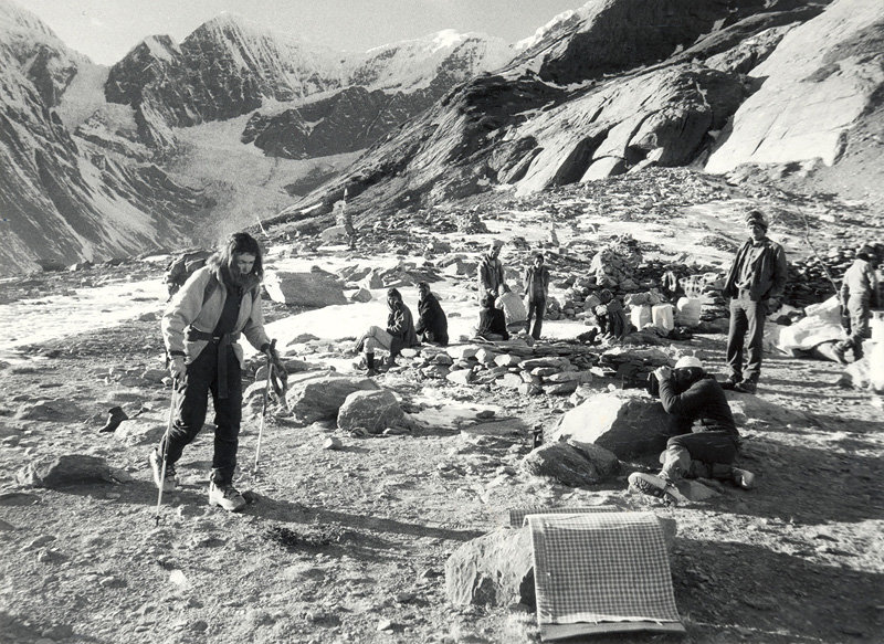 Wanda Rutkiewicz walks in to K2 Base Camp in 1982., 174 kb