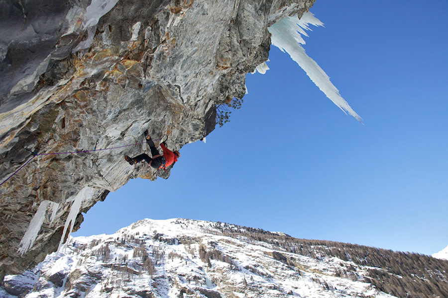 Ueli Steck on the steep and hard mixed terrain of Jedi Master (M11), Cogne, Italy, with Petzl Nomic axes, 178 kb