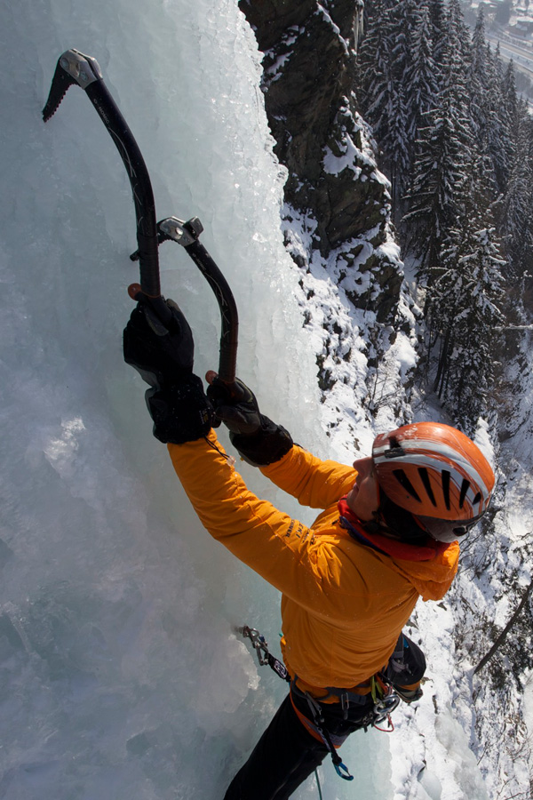 Petzl Nomic 2's in action - Ueli Steck in Les Houches, 210 kb
