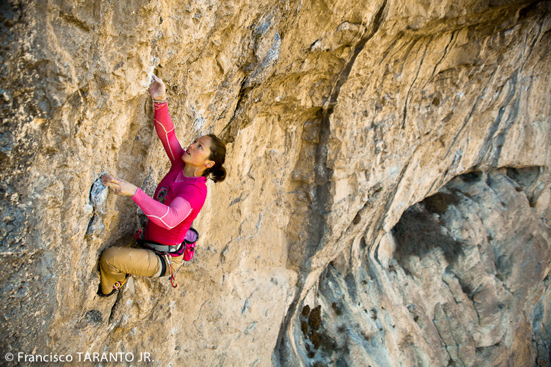 Caroline Ciavaldini onsighting Tres Ponts, 8a+, 206 kb