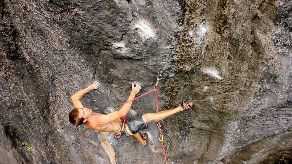 Felipe Camargo on the start crux of Premonição, 8c+, Serra do Cipó, Brazil, 199 kb