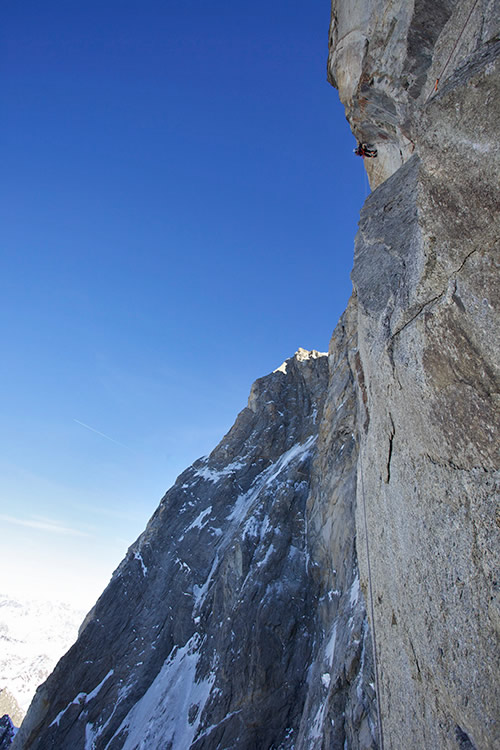Geoff Unger leading the crux pitch of Manitua, Grandes Jorasses, 112 kb