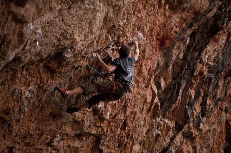 Alex Barrows making the last hard slap on Fabelita (8c) Santa Linya, Spain, 207 kb