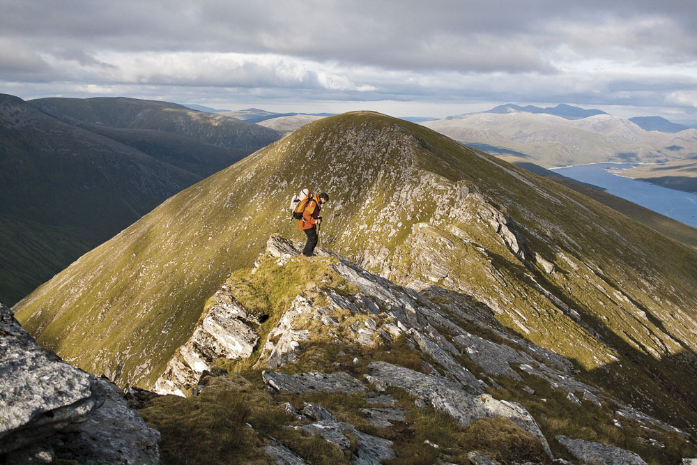 Heading east on the Lurg Mhor ridge, 199 kb