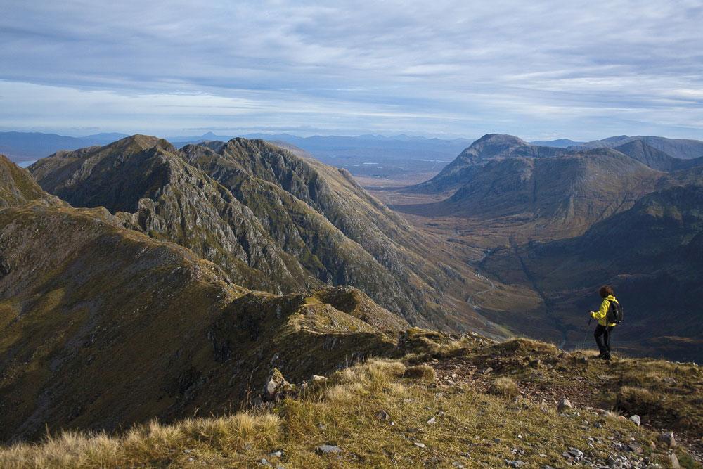 Heading east along Aonach Eagach from Sgorr nam Fiannaidh, 165 kb