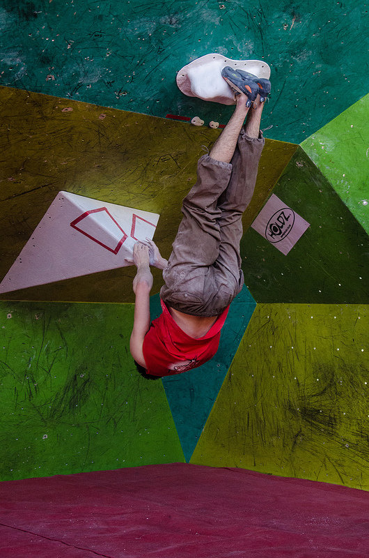 Hanging by the toes in the emn's semi finals in the CWIF, 130 kb