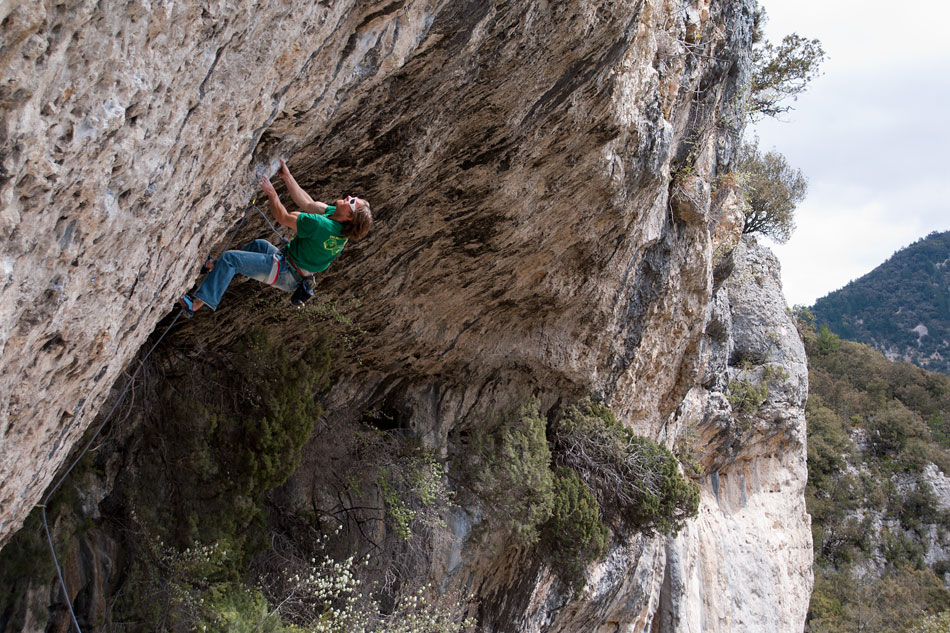 Dougal Taverner all guns blazing on the shortish, but power-endurance 8a of Hilti Blues, 213 kb