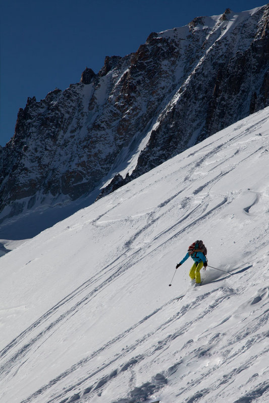 Hazel Findlay skiing the Vallee Blanche, Mont Blanc range, Chamonix., 108 kb
