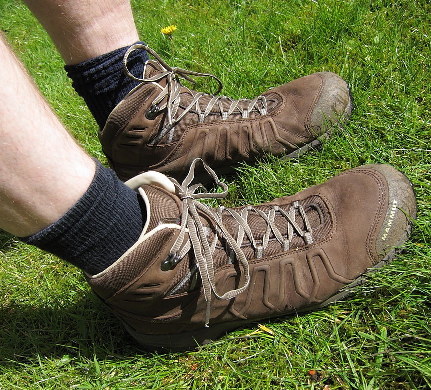 An all-leather membrane-free boot ideal for warm weather. Mammut Mercury LTH £140  http://www.mammut.ch/, 236 kb