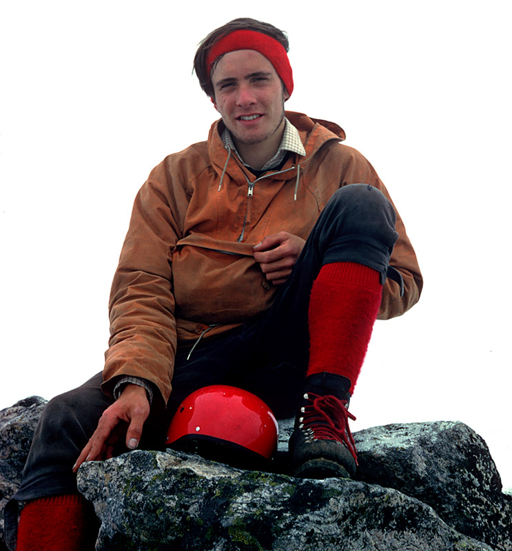 Gordon on the summit of Store Vengetind two and a half weeks after the Fiva epic, 128 kb