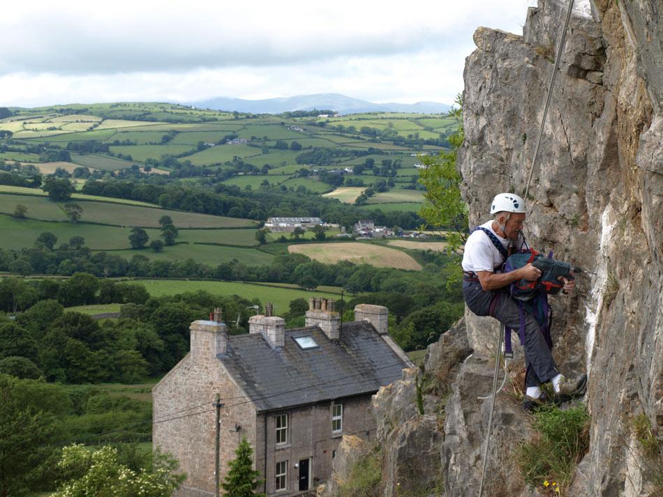 Veteran climber Colin Goodey at Castle Inn, 171 kb