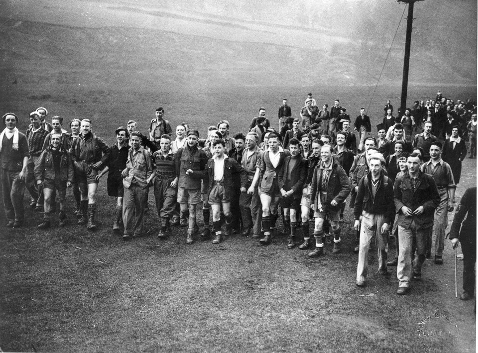 Trespassers set off from Hayfield, 198 kb