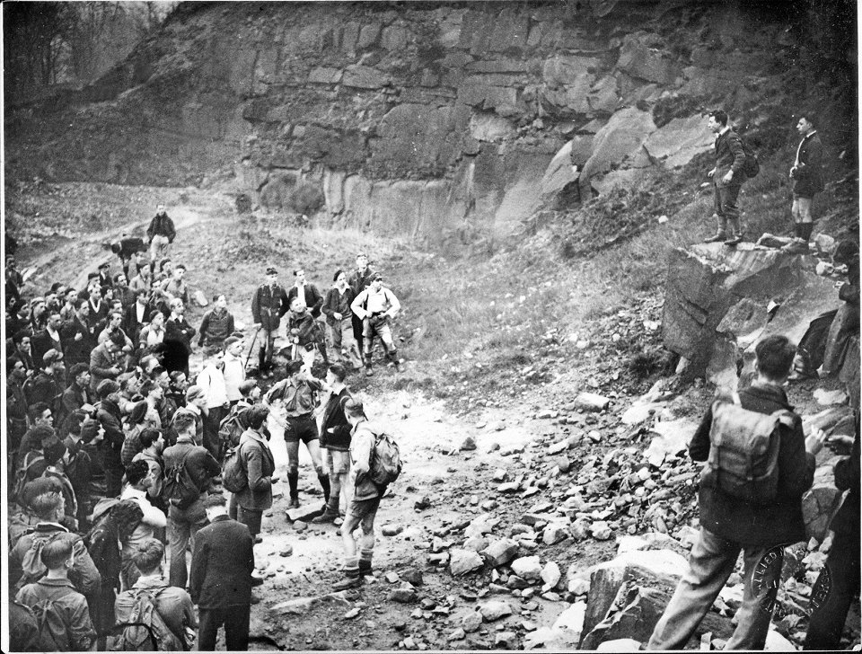 Benny Rothman addresses the crowd in a quarry near Hayfield, 223 kb