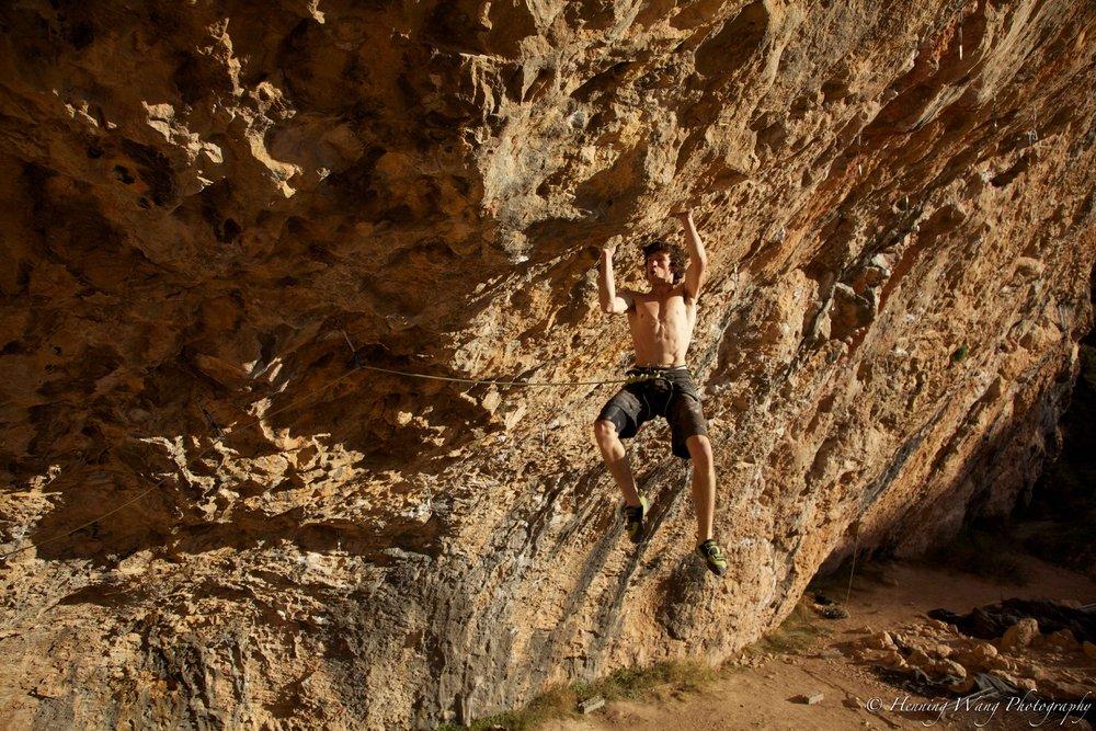 Tom Bolger on Catxasita, 9a/+, Santa Linya, 247 kb