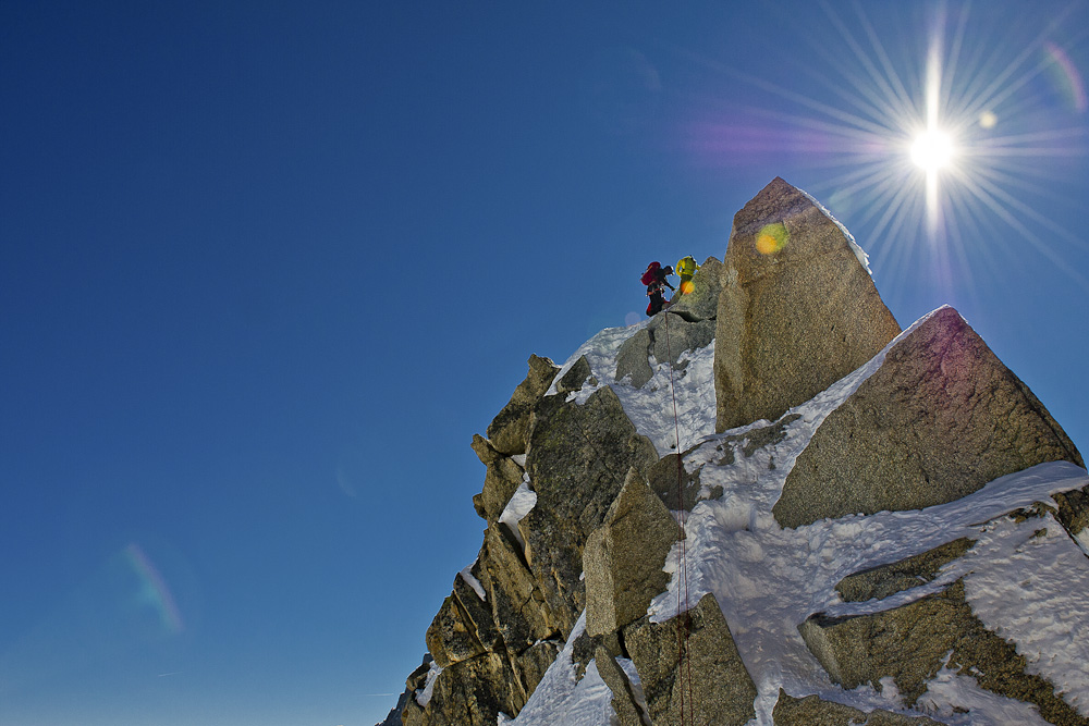 A team of climbers, as seen on the 1st rappel on Aiguille du Midi, Arete des Cosmiques., 203 kb