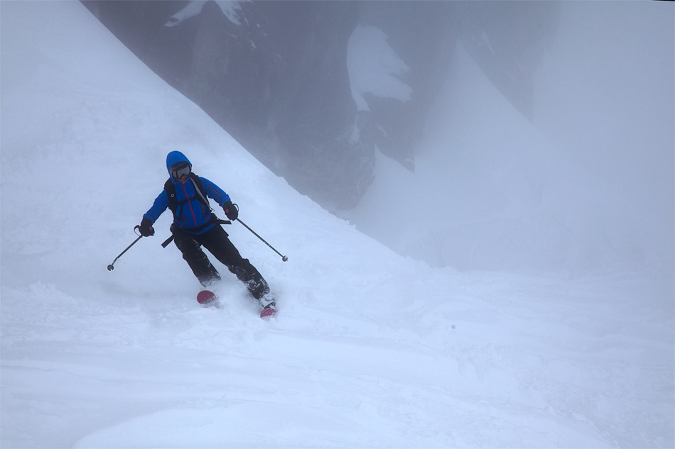 Heather Swift skiing off piste on the Grands Montets in the Marmot Vapor Trail Hoody, 156 kb