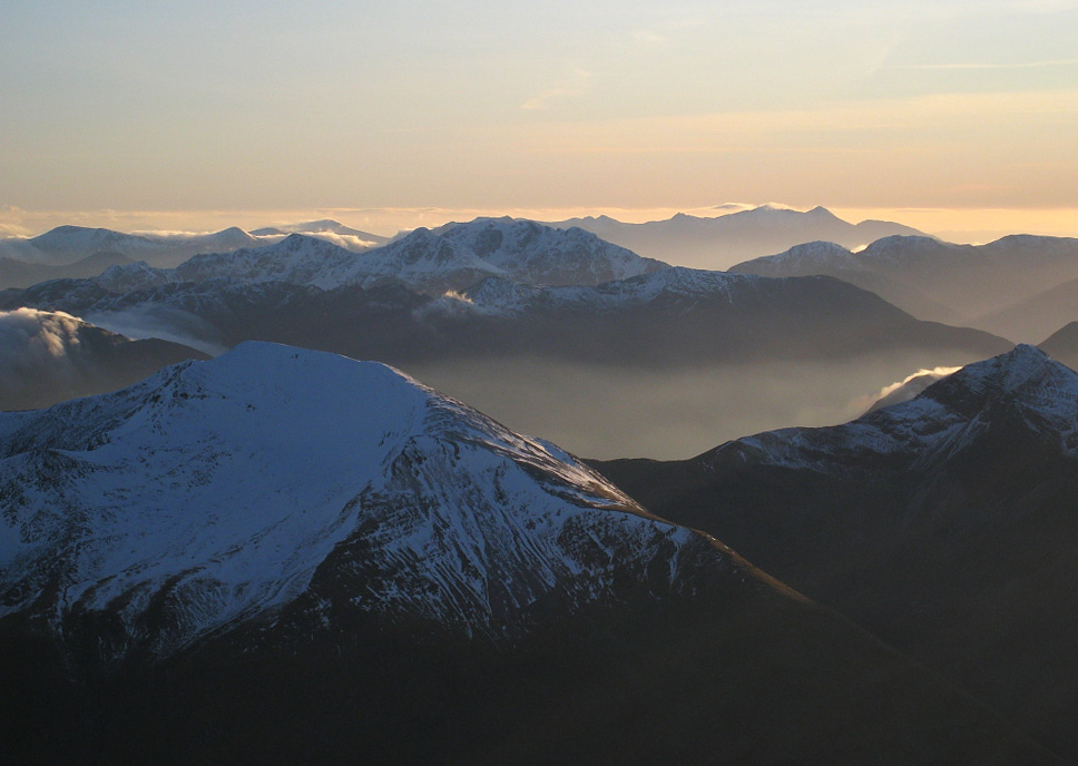 Mamores, Glen Coe peaks and distant Cruachan from Ben Nevis , 170 kb