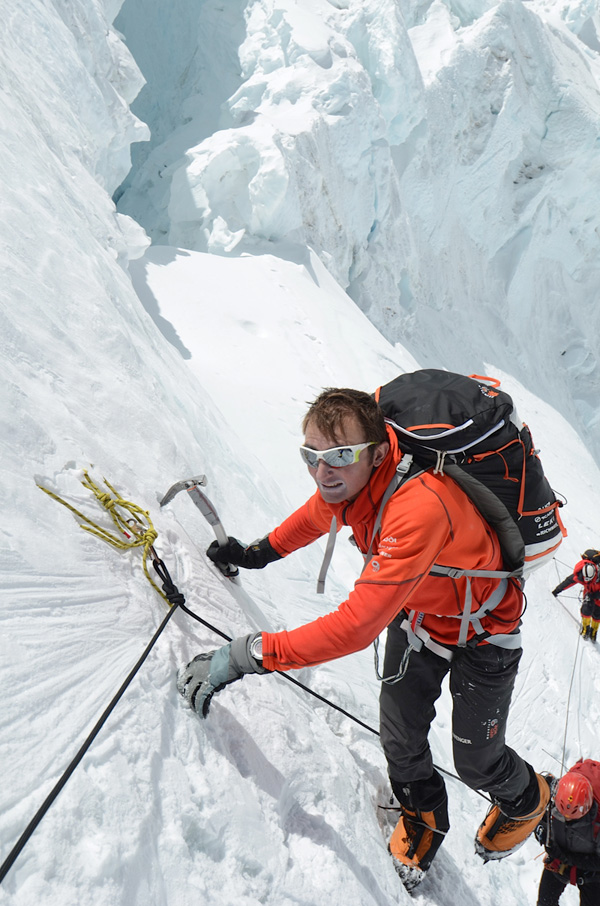 Ueli Steck Climbs on the Lhotse Face While Acclimatising for Everest 2012, 194 kb