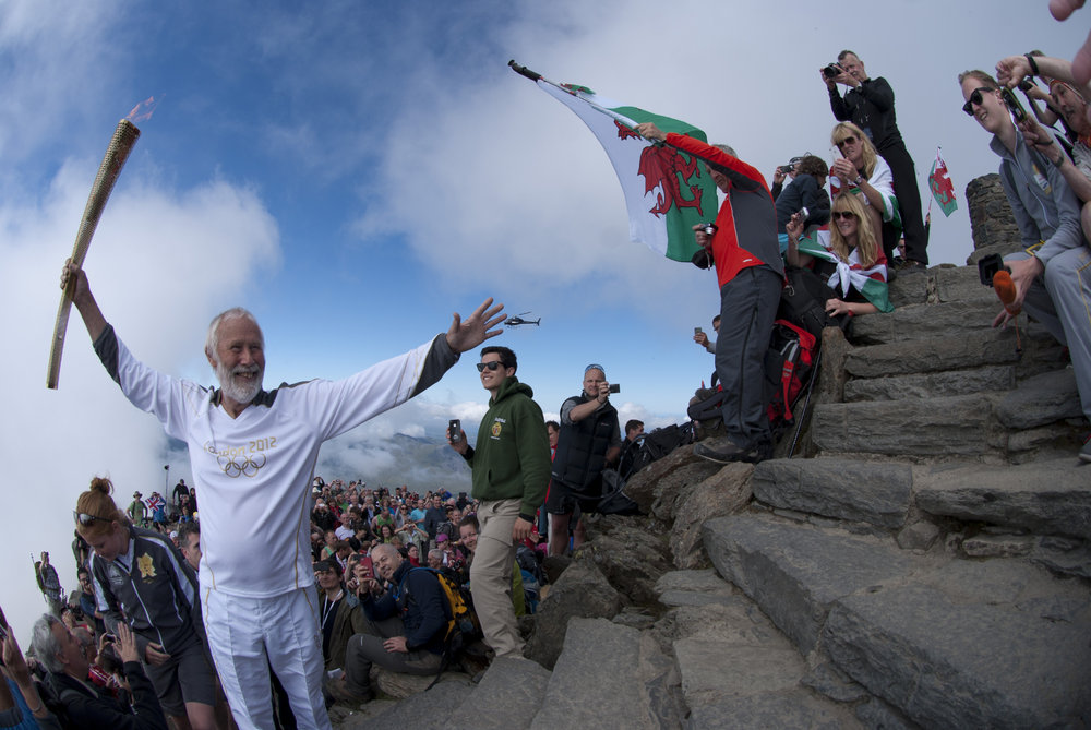 Chris Bonington goes for the top, 163 kb