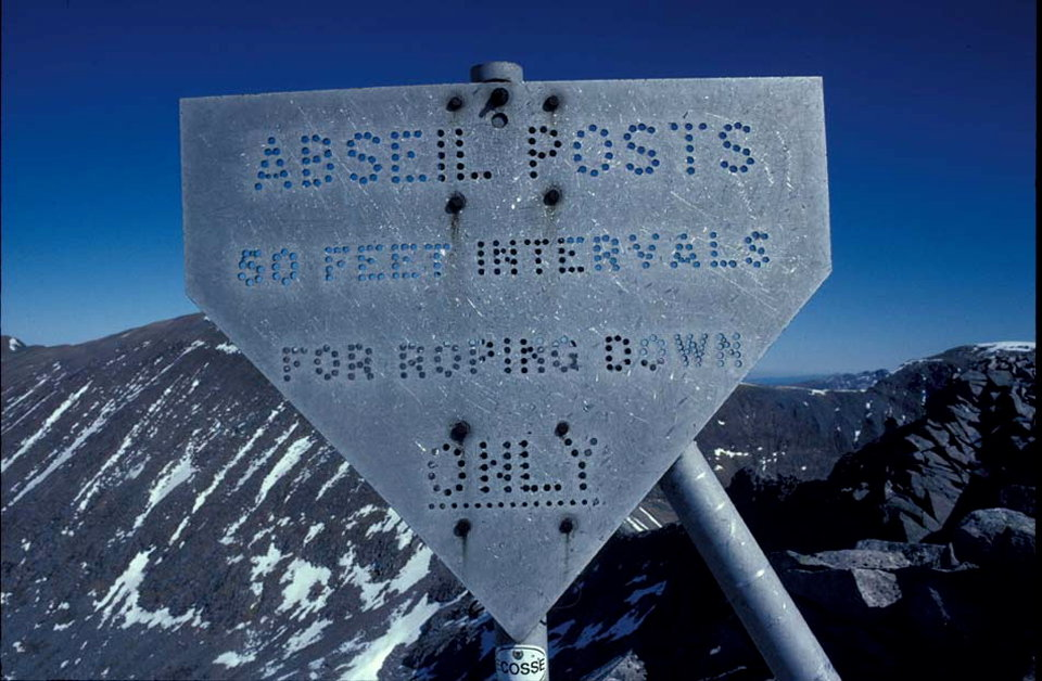 Abseil post, 119 kb