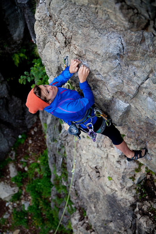 Heather Swift testing the Marmot Vapor Trail Hoody in the Chamonix valley, 143 kb
