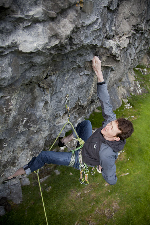 Stephen Horne climbing a 7a+ at Panorama Crag, Yorkshire in the Arc'teryx Gamma SL, 172 kb