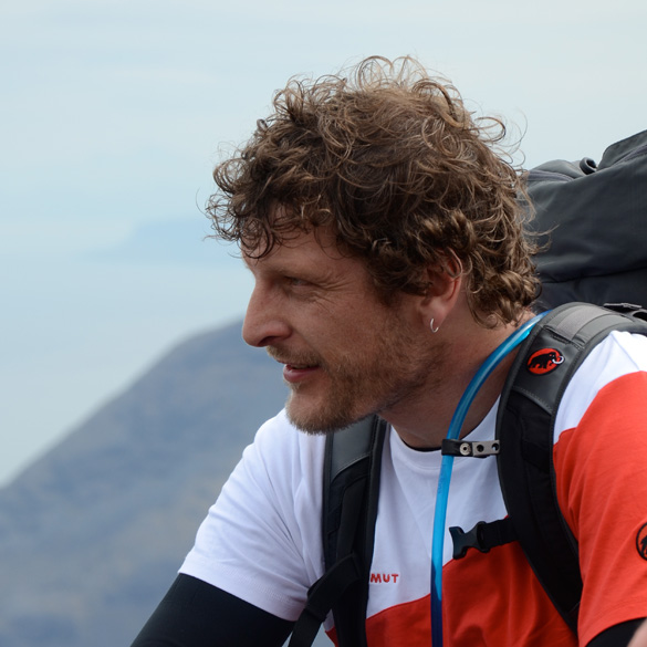 Gareth Aston, 85 kb