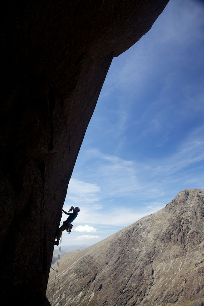 James Turnbull leading Overhanging Crack E2 5c on the Cioch., 89 kb
