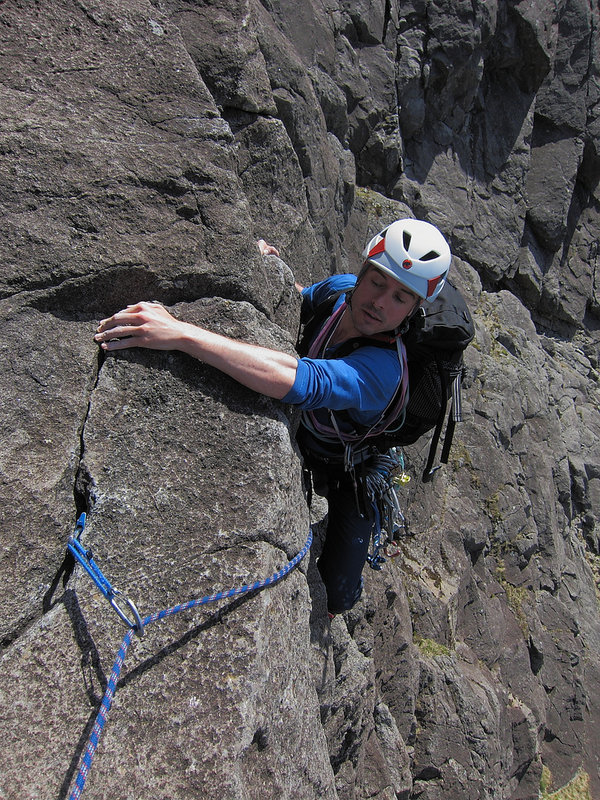 Rob Sykes on the airy crux of Cioch West, 215 kb