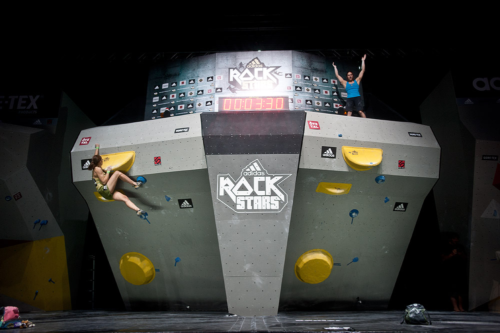 Alex Puccio on top of the super final boulder, adidas Rockstars, Stuttgart, 134 kb
