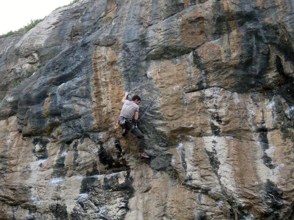 Pete Robins on Paratrooper at LPT (8a+), 179 kb
