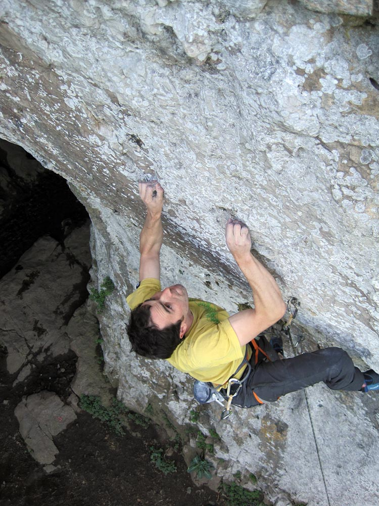 Chris Doyle on Nanabozho (8a) at Llanddulas Cave, 195 kb