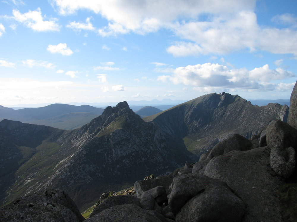 Cir Mhor, Caisteal Abhail, and the mountains of Jura from North Goat Fell, 110 kb