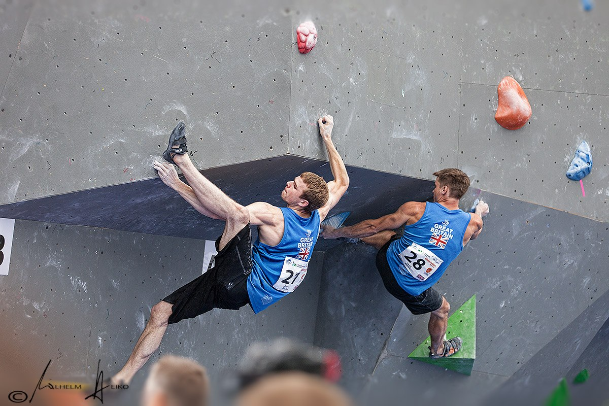 Ned Feehally and Dave Barrans not looking weak at the Munich round of the Bouldering World Cup, 233 kb
