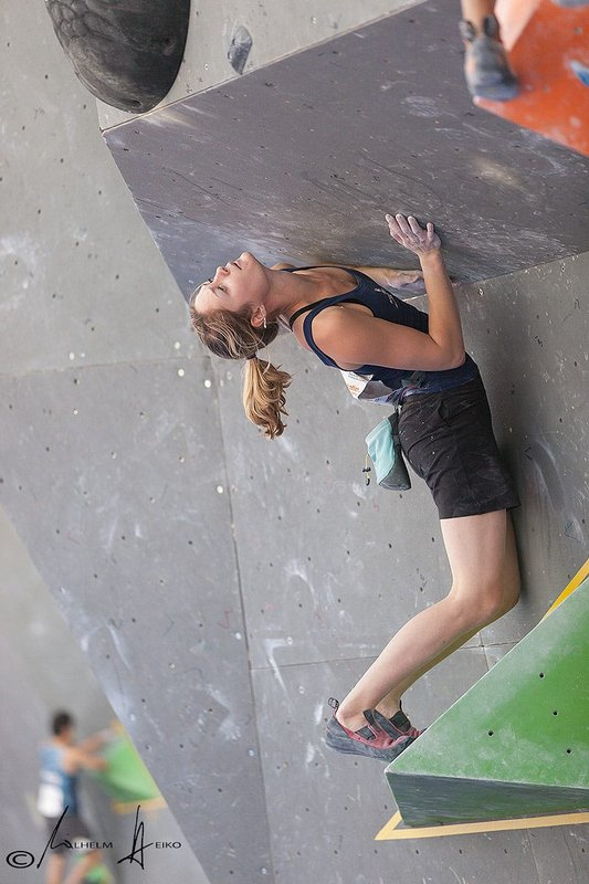 Katy Whittaker climbing well on the extremely technical problems set for the Munich round of the World Cup, 76 kb