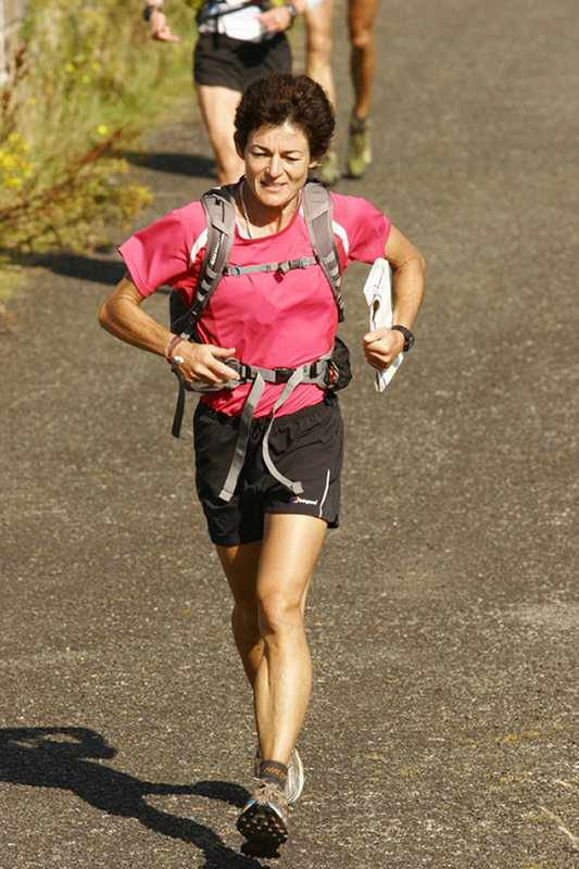 Helene Whitaker on her way at the beginning of Day Five , 107 kb