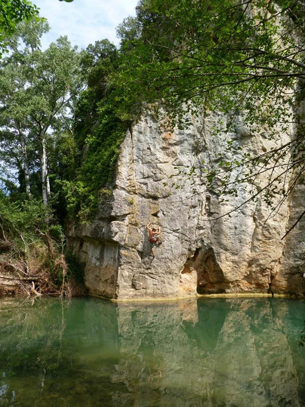Ed Hamer enjoying some deep water soloing on his recent trip to France, 158 kb