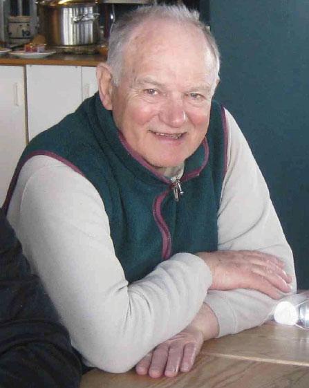 Alan Blackshaw in the Rondvassbu Hut, Norway, 2009, 42 kb