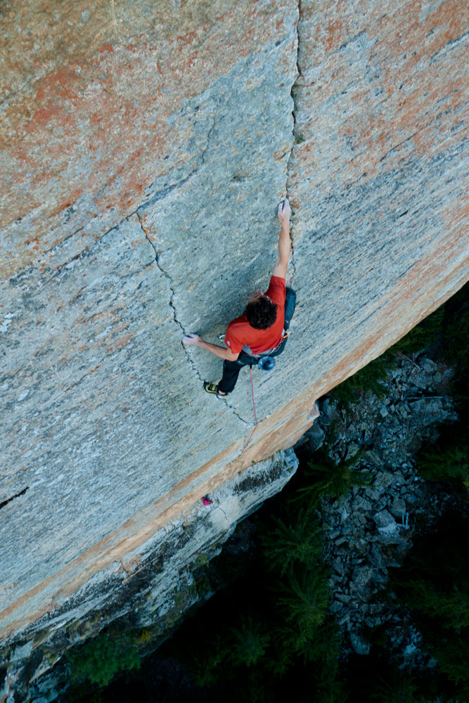 Chrissi Igel fighting his way up a stunning 7b crack pitch at Medji, Switzerland., 212 kb