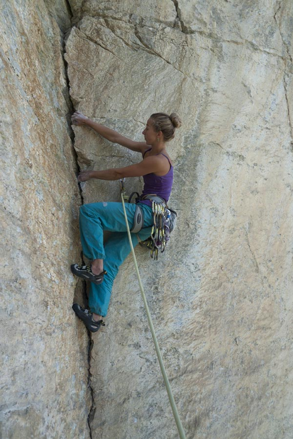 Mady Cope romping up a fantastic flake at Medji, Switzerland, 131 kb