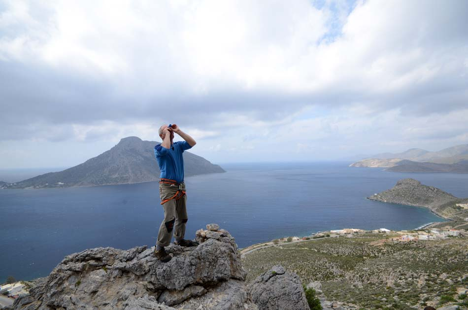 Mick Ryan using the Brunton Echo Spotting Scope to check out holds on a climb at Kalymnos, Greece, 56 kb