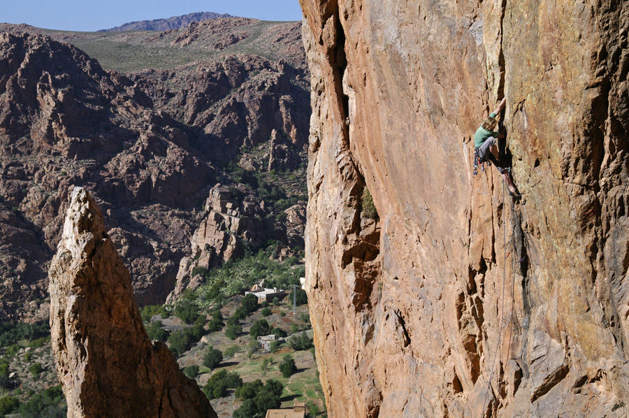 Dan Donovan on Hammer Finger, E5 6b, Finger and Thumb, Samazar Valley., 200 kb