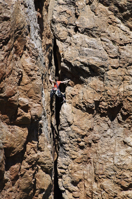Emma Alsford on the FA of the 1st pitch of Wing of Bat, E2, Twin Towers, Ida Ougnidif       Area, 225 kb