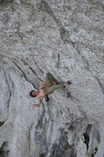 Gérôme Pouvreau on Moksha, 9a, Pic St-Loup, 113 kb