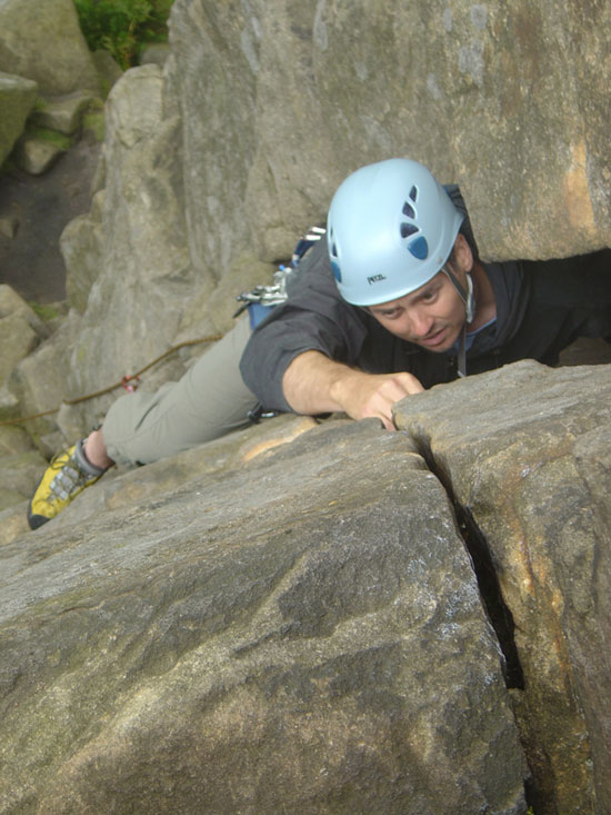 Martin Woolley - first lead on Leaning Buttress Crack (V Diff, Stanage Edge) 04/07/2004, 93 kb