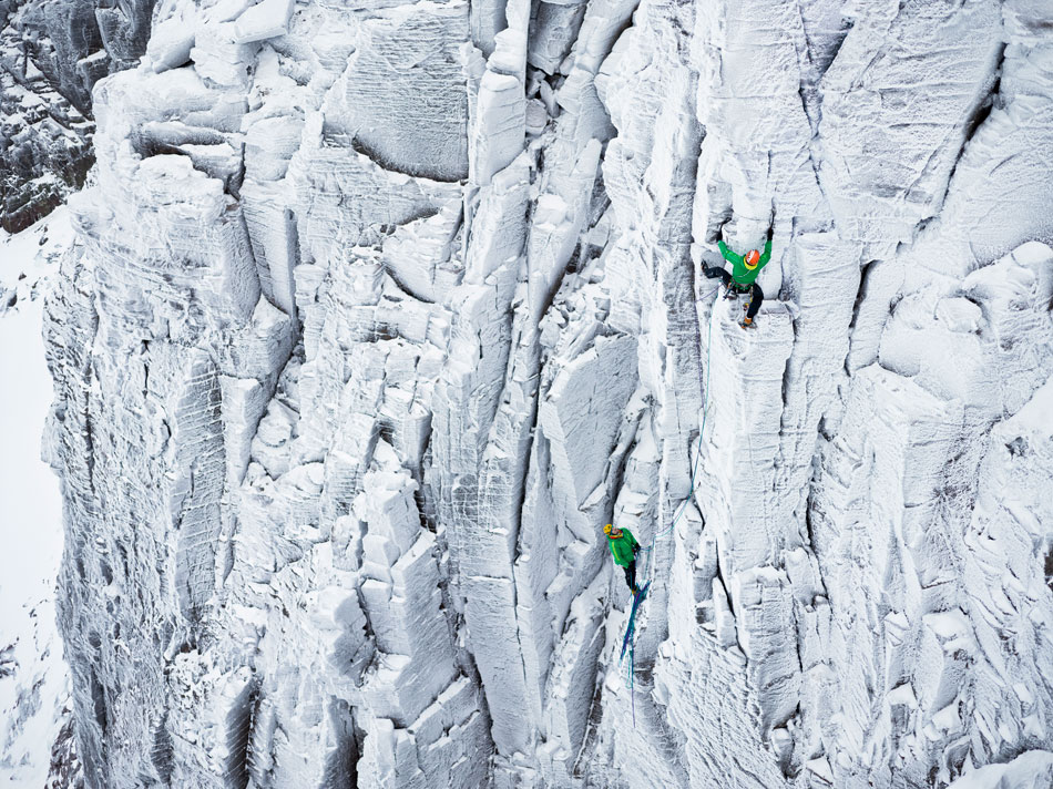 Charly and Matthias in Pic �n Mix (IX/9), Coire an Lochain, Scotland, 232 kb