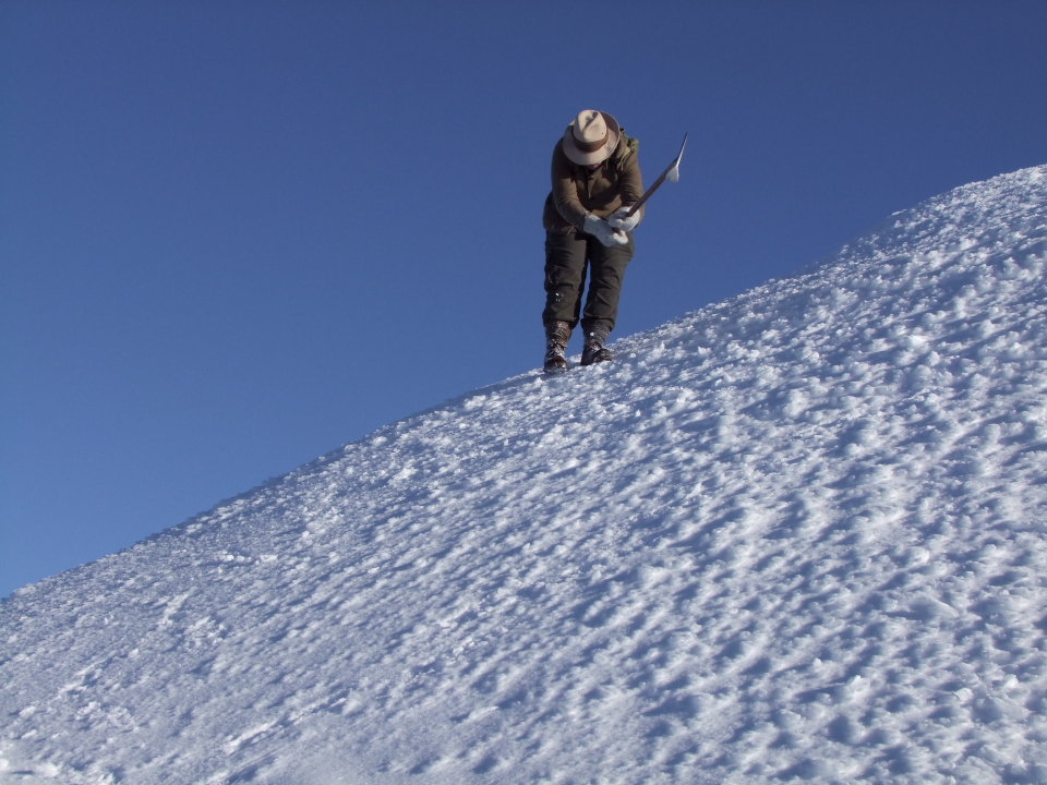 Cutting steps on the descent from Ben Lui on hard snow, 123 kb